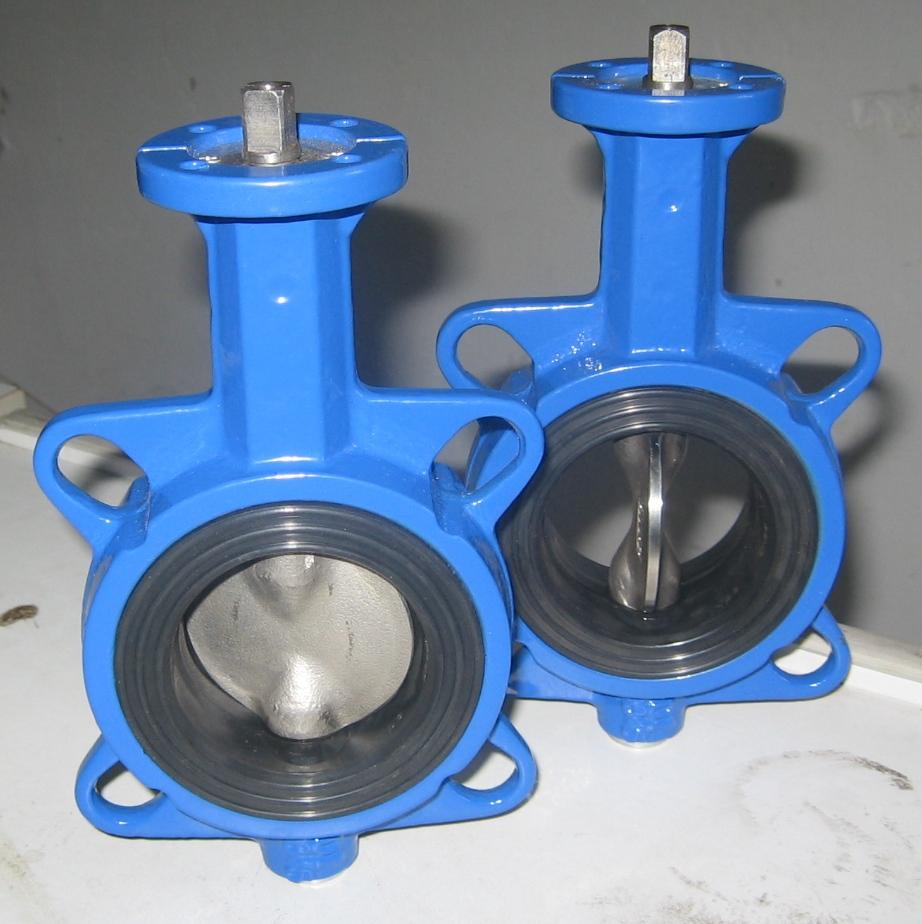 气动阀工作原理气动调节阀概述 气动蝶阀由气动执行器和中线蝶阀组成,气动蝶阀配行程限位开关、电磁阀、三联件及0.4-0.7MPa气源可实现开关操作,并送出二对无源触点信号指示阀门的开关。与电气定位器配套,输入4-20mADC信号及0.4-0.7MPa气源即可实现智能控制,实现对压力、流量、温度、液位等参数的调节。它是以压缩空气为动力,阀杆带动阀芯在阀体内转动90,可以实现全开——全闭的动作。该产品按其密封性能分为金属密封与软密封。具有结构紧凑,体积精小,运行可靠,密封性好,维修容易