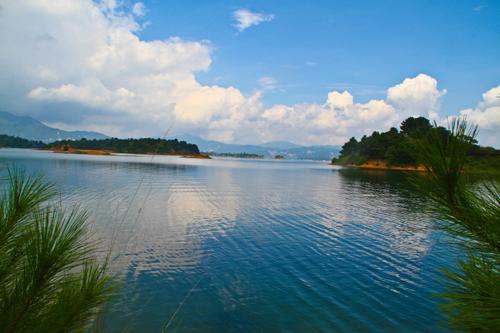 青山绿水点缀美丽中国 生态文明建设仍在进行中